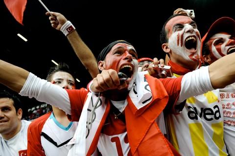 Болельщики выбирают футбольные трансляции онлайн